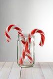 Bastones de caramelo en Mason Jar Fotografía de archivo