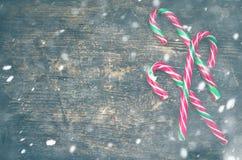 Bastones de caramelo rayados de la Navidad Imagenes de archivo