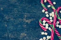 Bastones de caramelo rayados de la Navidad Foto de archivo