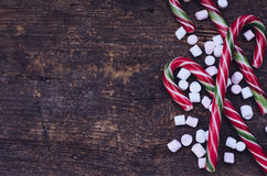 Bastones de caramelo rayados de la Navidad Fotos de archivo libres de regalías