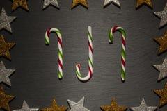 Bastones de caramelo rayados rojos y verdes Imagen de archivo
