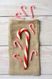 Bastones de caramelo y saco de la arpillera Imagen de archivo libre de regalías