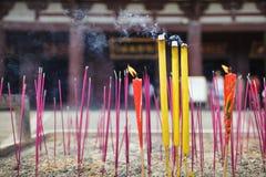 Bastoni cinesi di incenso all'aperto nel tempio Fotografie Stock Libere da Diritti