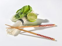 Bastoni dei sushi con le verdure immagine stock libera da diritti