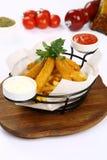 Bastoni del formaggio e patate fritte miste Fotografia Stock Libera da Diritti