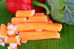 Bastoni del granchio con la frutta e le verdure Immagini Stock Libere da Diritti