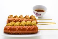 Bastoni della salsiccia fritti stile tailandese Immagini Stock