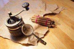 Bastoni di cannella sulla tavola di legno Fotografia Stock