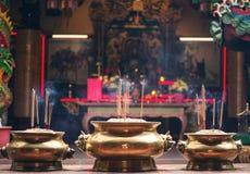 Bastoni di incenso nel vaso dentro Guan Di Buddhist Temple Kuan Ti Temple in Chinatown Kuala Lumpur malaysia fotografia stock libera da diritti