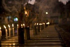 Bastoni e candela Burning di incenso Immagini Stock