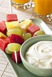 Bastoni e yogurt della frutta immagine stock libera da diritti