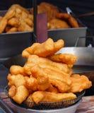 Bastoni fritti nel grasso bollente della farina, Pathongo Fotografia Stock