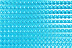 Bastoni a spirale di plastica blu su fondo blu Fotografie Stock