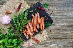 Basturma espasmódico Partes de carne com pimenta vermelha Aperitivo asiático tradicional da carne fotos de stock