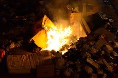 Basura ardiente Fotos de archivo libres de regalías