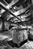 Basura bajo un puente Fotografía de archivo libre de regalías