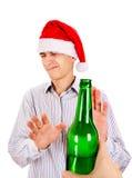 Basura del hombre joven una cerveza Imagen de archivo libre de regalías