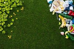 Basura e hierba limpia fotos de archivo libres de regalías