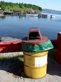 Basura por el mar Foto de archivo