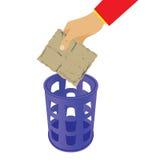 Basura que lanza de la mano en la cesta inútil Imagen de archivo libre de regalías