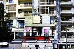 Basztowy żuraw i swój betonowy balast zdjęcie stock