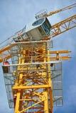 Basztowy żuraw używać podnosić ciężkiego ładunek Zdjęcie Stock