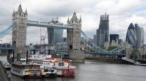 Basztowy bridżowy Londen i korniszon Obraz Stock