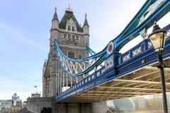 Basztowy most fotografujący od underneath zdjęcia stock
