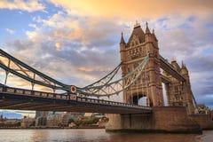 Basztowy most przy zmierzchem, Londyn Fotografia Royalty Free