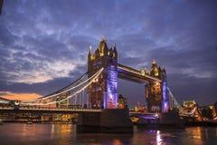 Basztowy most przy zmierzchem, Londyn Fotografia Stock