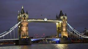 Basztowy most w Londyńskim noc widoku zdjęcie wideo