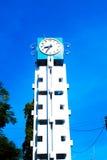 Basztowy zegar na niebieskim niebie Zdjęcia Royalty Free