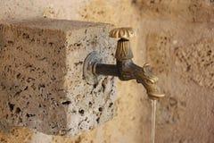 Bata com água corrente Imagens de Stock Royalty Free