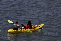 Bata el calor Kayaking en California Imagen de archivo libre de regalías