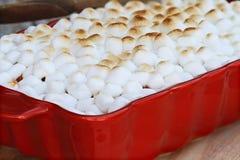 Bataatbraadpan met Mini Marshmallows Royalty-vrije Stock Afbeelding