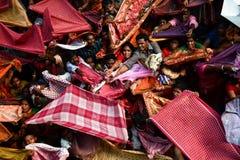 Bataille pour des bénédictions - festival d'Annakut image stock