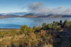 Batak水库,保加利亚惊人的秋天风景  库存图片