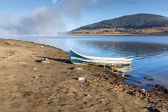 Batak水库,保加利亚惊人的秋天风景  免版税库存图片