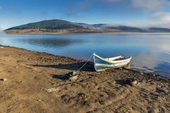 Batak水库,保加利亚惊人的秋天风景  图库摄影