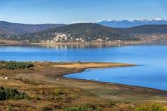 Batak水库,保加利亚惊人的秋天风景  免版税库存照片