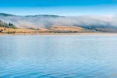 Batak水库, Rhodopes山惊人的秋天视图  免版税图库摄影