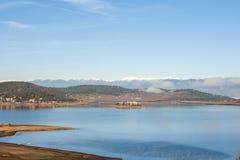 Batak水库, Rhodopes山惊人的秋天视图  库存照片