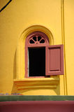 Batak Rabit清真寺尖塔窗口在Teluk Intan,霹雳州 免版税图库摄影