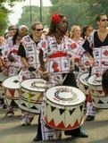 Batala die bij Notting Heuvel Carnaval presteert stock fotografie