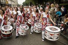 Batala que executa no carnaval de Notting Hill fotografia de stock
