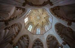Batalha,葡萄牙修道院的内部圆顶的看法  它是Batalha民用教区的一个多米尼加共和国的女修道院并且是l 库存照片