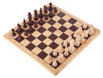 Batalha da xadrez na placa de madeira Imagem de Stock Royalty Free