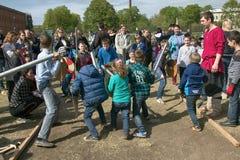 A batalha do jogo caçoa no festival de Viking, jogos das crianças Imagens de Stock Royalty Free
