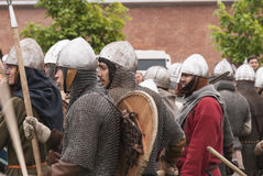 Batalha dos Viquingues Reenactment e festival históricos nas paredes da fortaleza miliampère Fotos de Stock