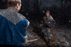 A batalha entre cavaleiros medievais ao estilo do jogo de Thro Imagem de Stock Royalty Free